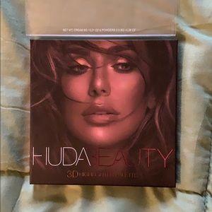New Huda Beauty Highlighter Palette